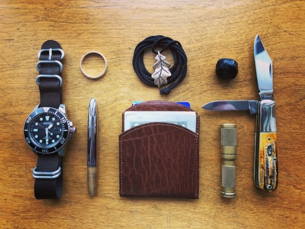Classy Minimalist Carry