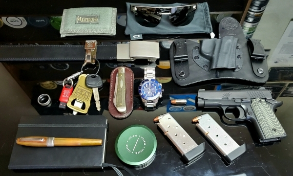An upscale and tactical EDC