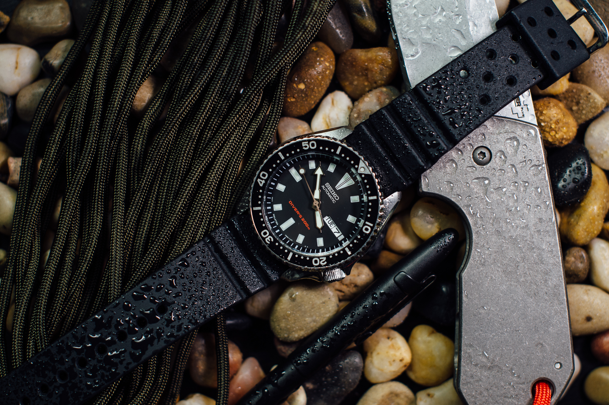 the 10 best affordable dive watches of 2017 everyday carry whether you re just diving into a huge workload at your desk or actually spending some time deep underwater one thing is clear a dive watch would be