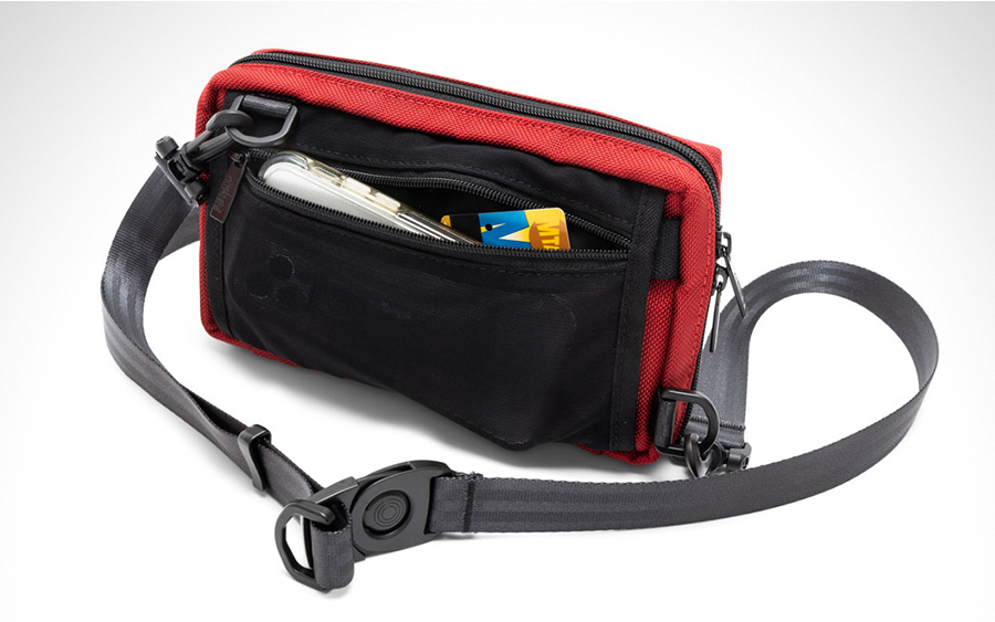 Rear pass-through and mesh pocket on the Atlas Sling V2 in Red